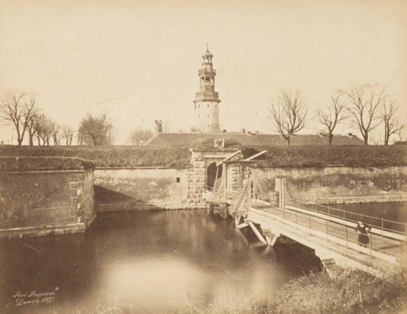 Tak wyglądała wieża Twierdzy w 1887 roku, widać na niej jedną z ostatnich wersji hełmu. Nie wykluczone, że w przyszłości wieża znów zyska zadaszenie, problem w tym z którego okresu historycznego.