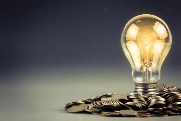 Z nieoficjalnych informacji wynika, że sprzedawcy energii elektrycznej wnioskują średnio o 30-40 proc. podwyżki taryf dla gospodarstw domowych na rok 2019.