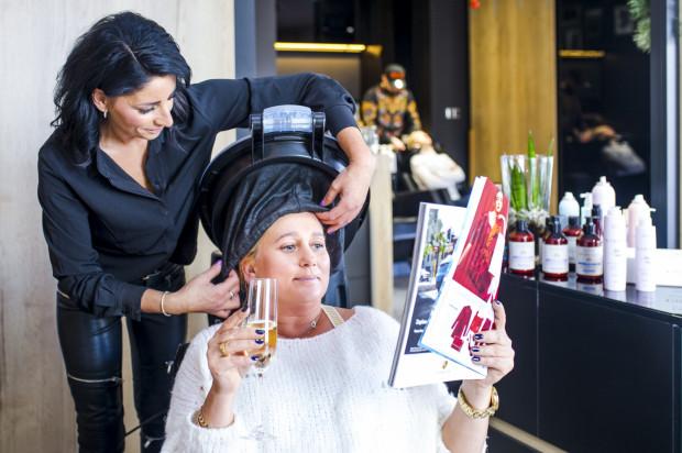 W salonie LoveHair & BarberShop równie ważna jest pielęgnacja naszych włosów, jak i możliwość zrelaksowania się.