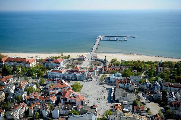 Jeżeli miasto zrealizuje zapisane w budżecie obietnice, to powyższa panorama za rok będzie wyglądać już nieco inaczej - plac Przyjaciół Sopotu ma być pełen zieleni.