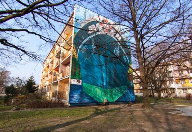 Na ścianie bloku przy al. Grunwaldzkiej 178 podziwiać możemy transatlantyk MS Piłsudski.