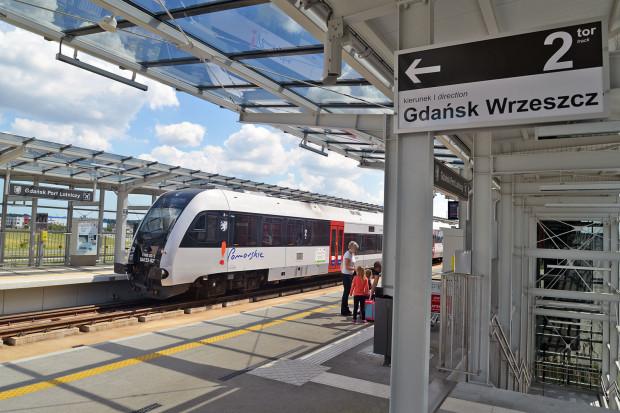 Pojawią się późnowieczorne pociągi na lotnisko.