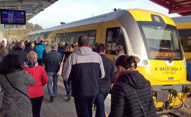 Pasażerowie korzystający z pociągów na linii PKM od niedzieli będą musieli zachować czujność.