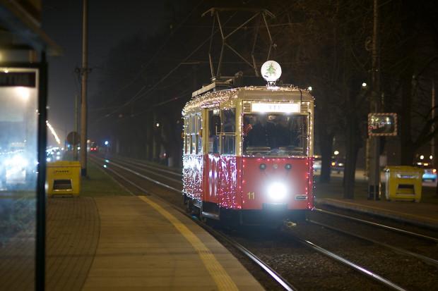 Świąteczny tramwaj po raz pierwszy wyjedzie na tory w czwartek.