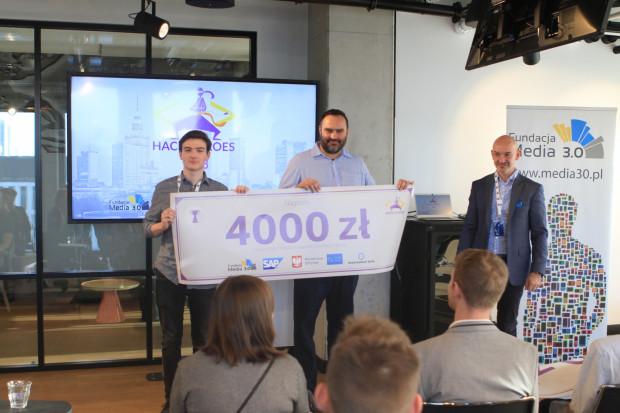 Uczeń gdyńskiego Technikum TEB Edukacja został laureatem III edycji Konkursu Programistycznego Hackathon Hack Heroes.