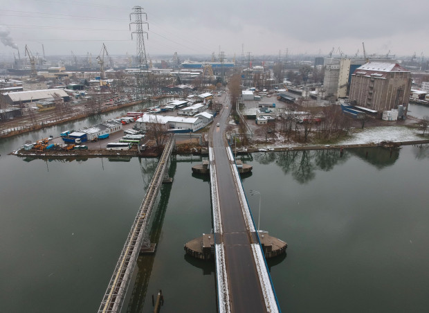 Widok znad mostu na ul. Na Ostrowiu na wschód