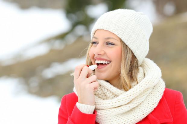 O skórę i włosy trzeba dbać cały rok, ale zimą szczególnie. Mróz, wiatr, słońce i częsta zmiana temperatur to prawdziwe wyzwanie.