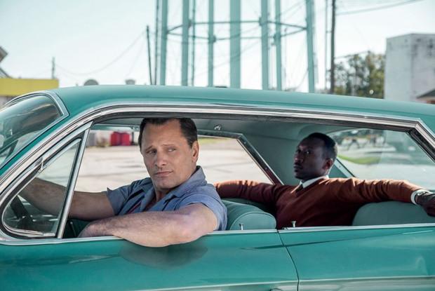 "Viggo Mortensen oraz Mahershala Ali w filmie ""Green Book""."