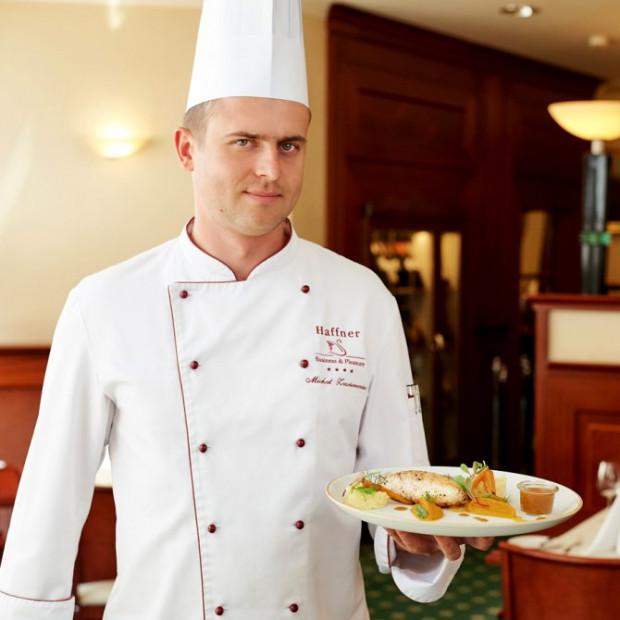 Michał Zawierzeniec, szef kuchni w restauracji Hotelu Haffner