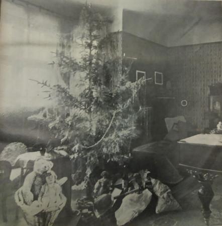 Choinka z prezentami w jednym z gdańskich mieszkań, 1927 r. Ze zbiorów PAN Biblioteka Gdańska.