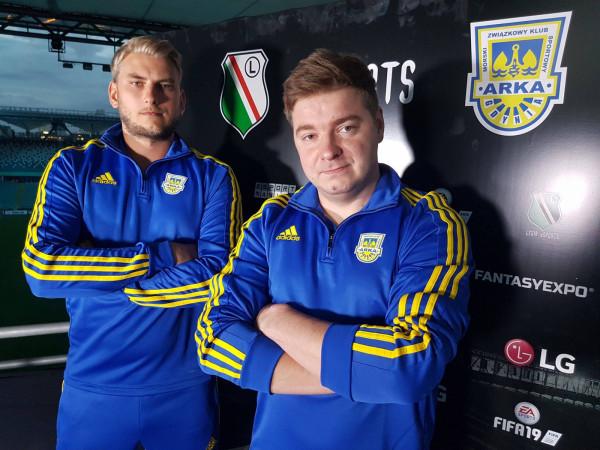 W czasie gdy Arka Gdynia rozgrywała prawdziwy mecz przeciwko Legii Warszawa w stolicy, gracze e-sportowi tych zespołów rywalizowali na wirtualnym boisku FIFA.