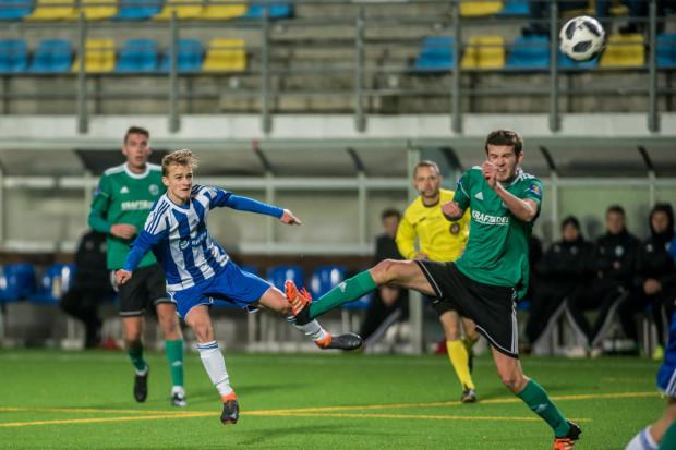 Filip Sobiecki (z lewej) zagrał jesienią sześć meczów w III lidze. 16-latkiem szybko zainteresowały się kluby z ekstraklasy.