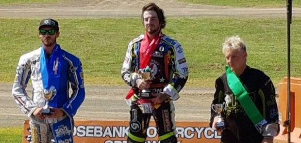 Bradley Wilson-Dean (w środku) sięgnął po trzeci tytuł mistrza Nowej Zelandii.