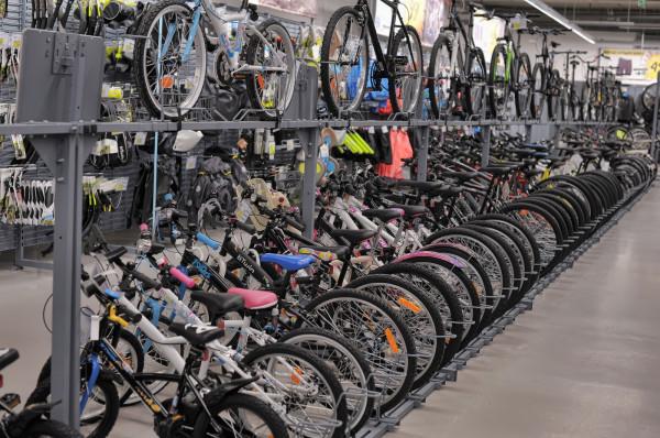 Poszczególne typy rowerów różnią się od siebie diametralnie - warto o tym wiedzieć, wybierając się do sklepu rowerowego.