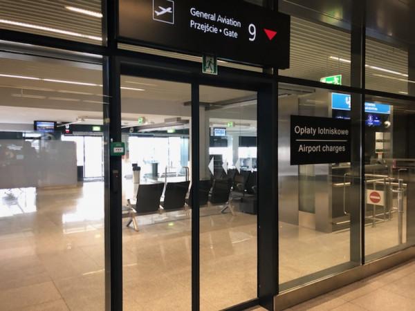 Strefa dla pasażerów General Aviation w terminalu lotniskowym w Gdańsku.