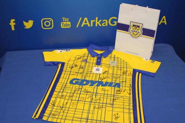 Arka Gdynia przekazała na aukcje WOŚP koszulkę z meczu o Puchar Polski.