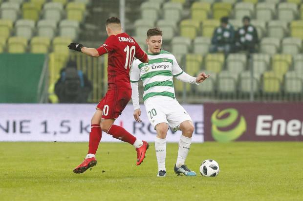Adam Chrzanowski jesienią w ekstraklasie rozegrał tylko trzy mecze. Wiosnę spędzi na wypożyczeniu w I lidze.