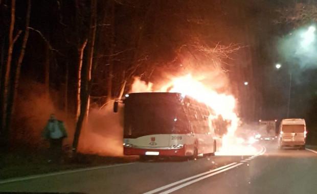 Przyczyny pożaru autobusu na ul. Spacerowej wyjaśniać będzie specjalna komisja.