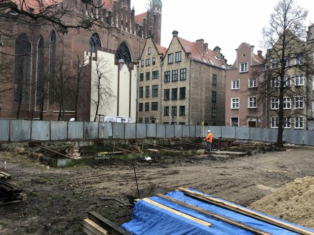 Ruszyły prace budowlane na działce przy ul. Kleszej, tuż u stóp Bazyliki Mariackiej. Powstanie tu pięć kamieniczek nawiązujących do XIX-wiecznej zabudowy.