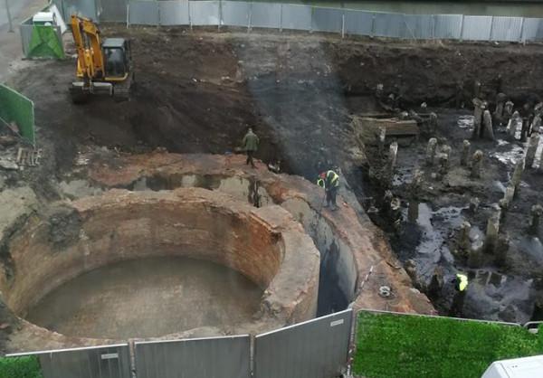 Niewielki dawny zbiornik pierwszej gazowni w Gdańsku, stan sprzed kilku dni.