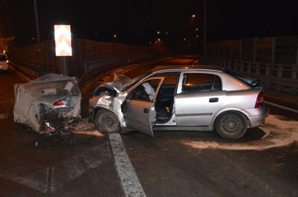 Po uderzeniu w barierkę pijany 25-latek porzucił auto i zaczął uciekać piechotą z miejsca zdarzenia.