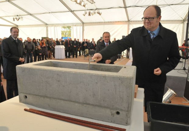 Ceremonia wmurowania kamienia węgielnego na budowie najwyższego budynku w Gdańsku: biurowca Olivia Star w kompleksie biurowym Olivia Business Centre przy al. Grunwaldzkiej