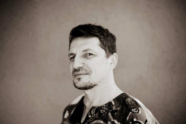"""""""Według mnie pisać może każdy, kto czuje, że chce to robić"""" mówi Tomasz Lipi Lipski."""