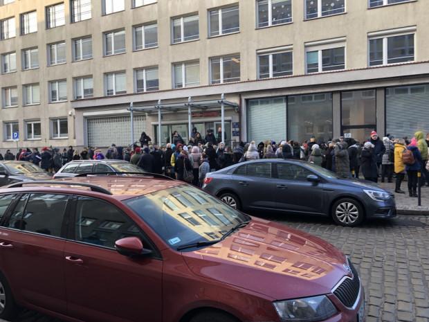 Łącznie z budynków urzędu ewakuowano ok. 700 urzędników.