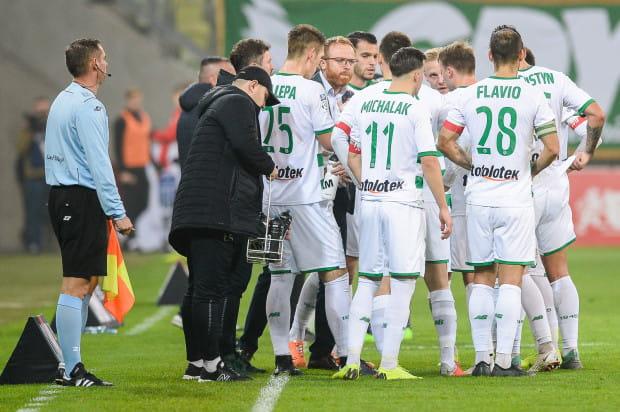 Prowadzona przez Piotra Stokowca Lechia zimuje na pozycji lidera ekstraklasy. W przeciwieństwie do drużyny, w klubie jest jednak sporo do poprawy, o czym świadczy nietypowy protest piłkarzy.