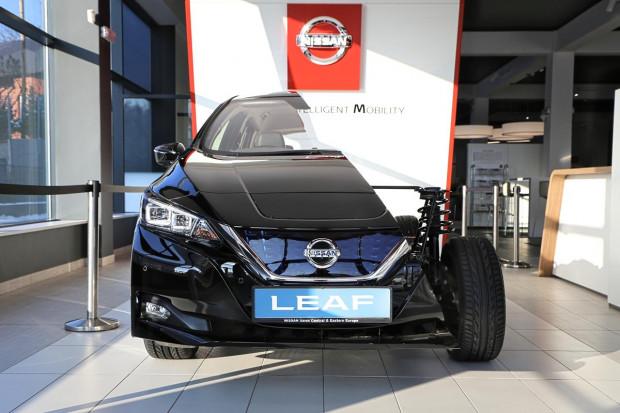 Przepołowiony Nissan Leaf.