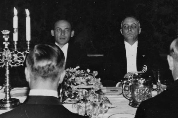 Premier Janusz Jędrzejewicz i prezydent Senatu Wolnego Miasta Gdańska Herman Rauschning na przyjęciu w Ratuszu z okazji wizyty Janusza Jędrzejewicza w Wolnym Mieście Gdańsku.