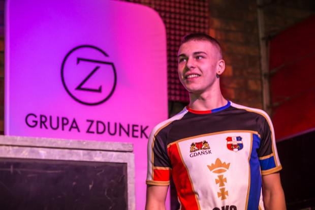 Choć Denis Zieliński wychował się w Toruniu, a licencję zdawał w barwach klubu z Grudziądza, to w Gdańsku zadebiutuje w rozgrywkach ligowych.