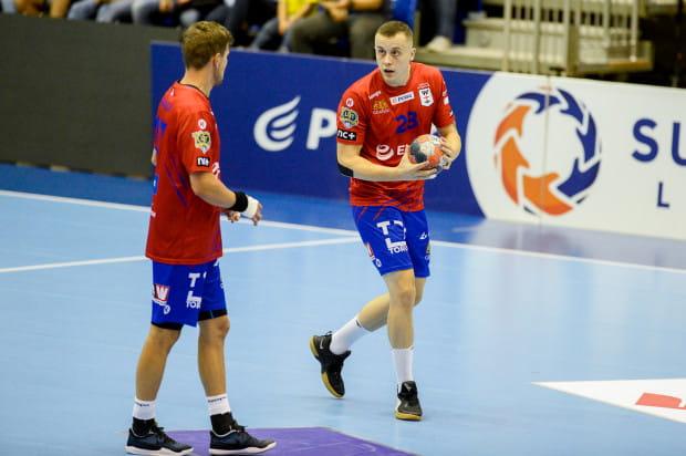 Adrian Kondratiuk (z piłką) nabawił się urazu tuż przed meczem z Azotami i nie mógł pomóc kolegom w walce o półfinał Pucharu Polski.
