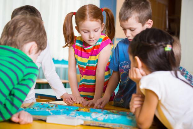 Wybór właściwego przedszkola lub szkoły to decyzja wiążąca się z edukacją dziecka na całe życie.