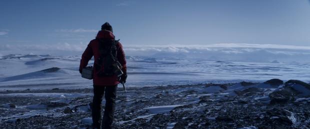 """""""Arktyka"""" to nie tylko fascynujący obraz walki człowieka z nieubłaganą naturą, lecz skromna, a jednocześnie bardzo emocjonalna opowieść o sile człowieczeństwa i woli przetrwania. Mądra treść i piękna wizualnie forma."""
