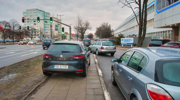 W pobliżu Bimetu nie jest na razie planowana budowa drogi rowerowej. Urzędnicy sugerują, by pokonywać ten odcinek chodnikiem.