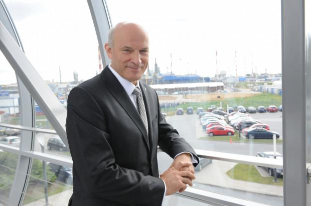 Byłemu prezesowi zarządu Lotosu prokurator przedstawił zarzut wyrządzenia spółce Lotos znacznej szkody majątkowej w kwocie nie mniejszej niż 246 tys. zł.