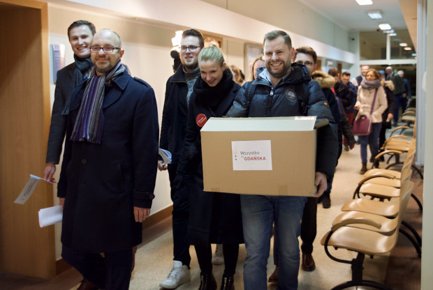Przedstawiciele komitetu Wszystko dla Gdańska Aleksandry Dulkiewicz już dwukrotnie składali podpisy niezbędne do zarejestrowania jego kandydatki w wyborach na prezydenta Gdańska.