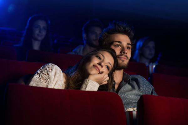 Z okazji walentynek w kinach dominować będą komedie romantyczne i horrory.