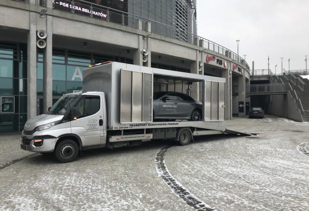Przewożony w aluminiowym kontenerze samochód nie jest narażony na żadne niedogodności, jak chociażby niesprzyjające warunki atmosferyczne czy ewentualne uszkodzenia.