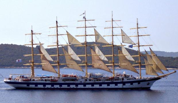 """Zaprojektowany jako """"Gwarek"""", """"Royal Clipper"""" dziś pływa po Morzu Śródziemnym i Karaibach, jako największy wycieczkowiec pod żaglami."""