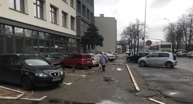 Parkowanie przy Urzędzie Skarbowym w Gdyni okazuje się być zarzewiem konfliktu mieszkańców z urzędnikami.
