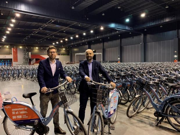 Rowery Mevo wkrótce mają wyjechać z hali na ulice Trójmiasta.