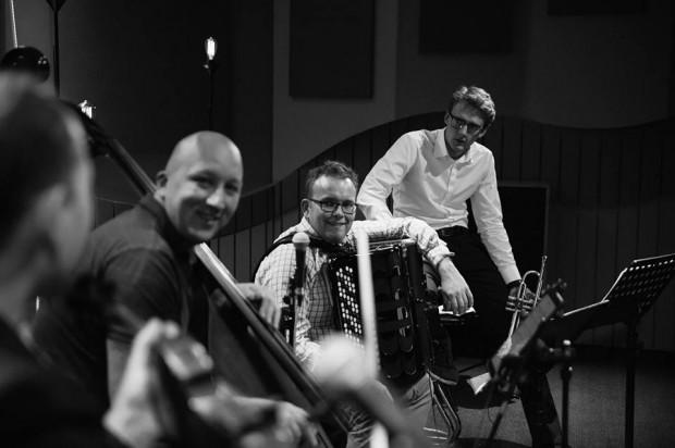 8 marca w Oliwskim Ratuszu Kultury dla pań z okazji ich święta zagrają panowie z Zagan Acoustic.