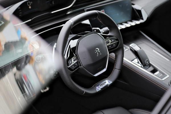 Eleganckie wnętrze Peugeota 508.