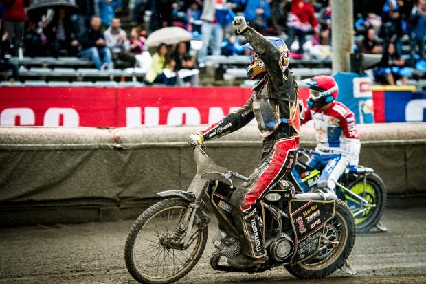 Gdańscy żużlowcy rozpoczną sezon na własnym torze w kwietniu. Na zdjęciu kapitan drużyny Mikkel Bech.