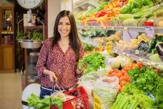 Aby mieć czas na zdrowe odżywianie i gotowanie, dobrze planuj zakupy.