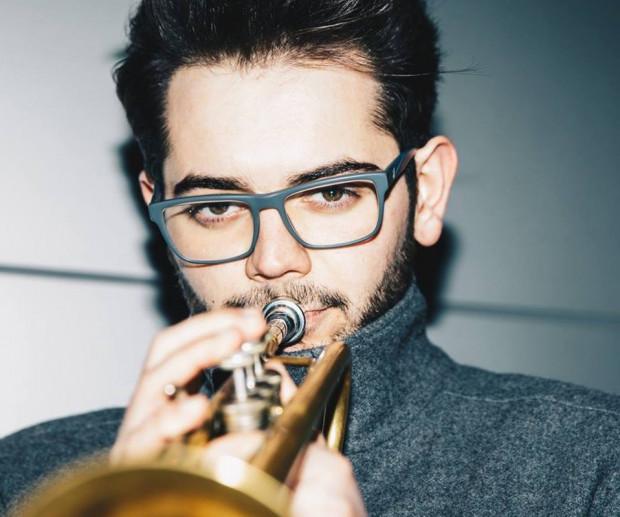 Emil Miszk jest kompozytorem, który szkolił się od najmłodszych lat. Najpierw w Państwowej Szkole Muzycznej w Lęborku, następnie na Akademii Muzycznej w Gdańsku, gdzie zdobył dyplom.