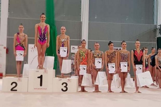 Najlepsze gimnastyczki artystyczne w wieloboju seniorek. Trzy z czterech pierwszych miejsc dla gdynianek.