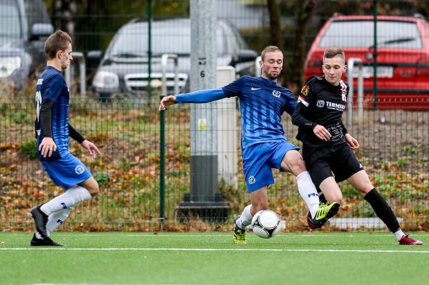 Obecny sezon jest trudny dla V-ligowców z Trójmiasta. Na zdjęciu kadr z jesiennego meczu Portowca z Polonią Gdańsk.